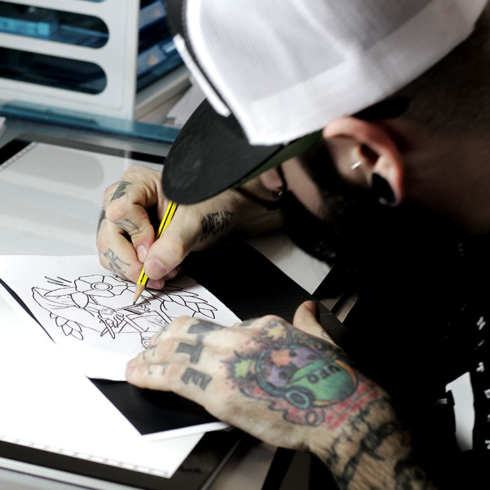 Tracce di inchiostro tattoo studio. alcuni tatuaggi.