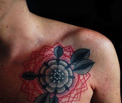 Tracce di inchiostro tattoo studio. PIERCING